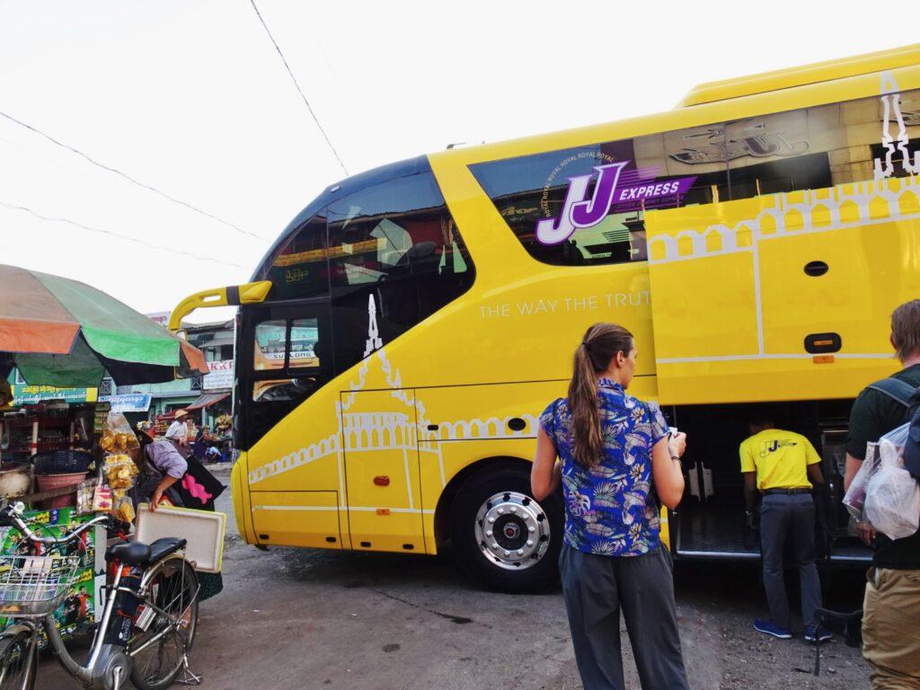 ミャンマー バス JJExpress ニャウンシュエ