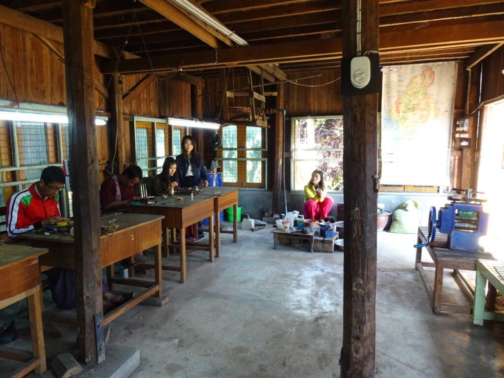 インレー湖 ツアー 伝統工芸